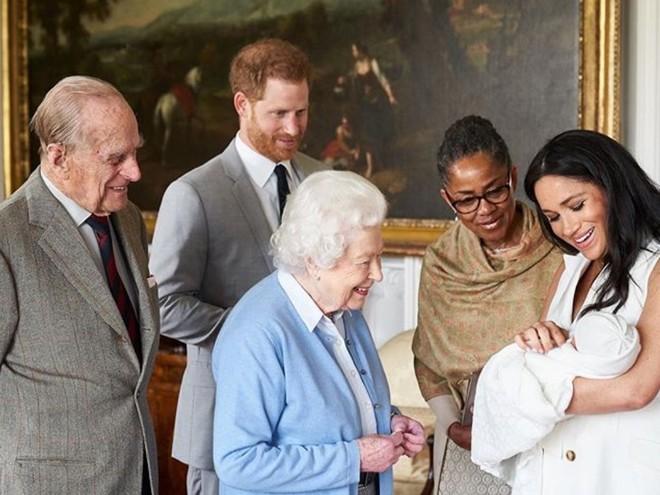 Королева не придет: все о крестинах сына принца Гарри и Меган Маркл