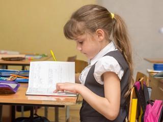 Совет дня: чтобы ребенок не сутулился, повышайте его самооценку