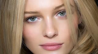 Стробинг в макияже: техника нанесения для начинающих