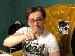 Ни дня без творчества: 5-месячный сын Сергея Безрукова играет с папой на фортепиано