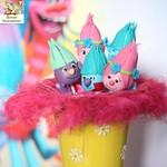А ваш малыш любит маленьких веселых троллей?))