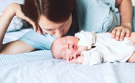 Почему выплаты только малоимущим, а не всем мамам в декрете?