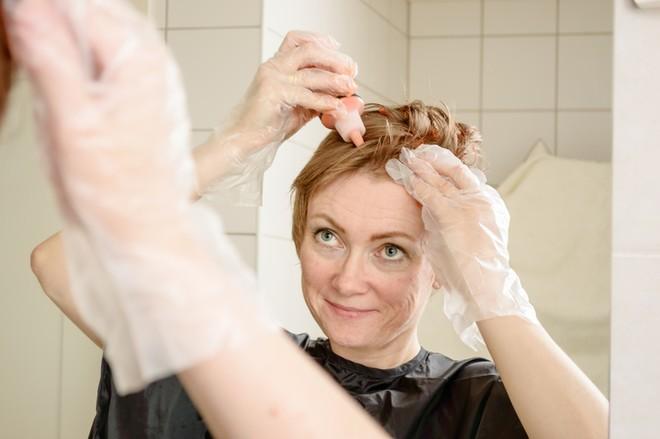 Как покрасить волосы самой в домашних условиях