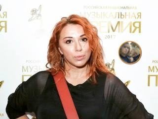 Парижские каникулы: певица Алена Апина показала фото с 17-летней дочкой