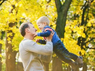 Совет дня: формируйте в ребенке чувство безопасности с помощью образа папы