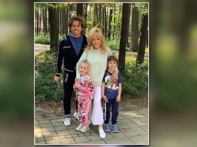 Алла Пугачева и Максим Галкин с детьми в Юрмале