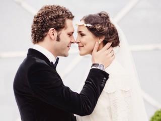 Крепче чугуна: Константин Крюков с женой отметили 6 лет со дня свадьбы