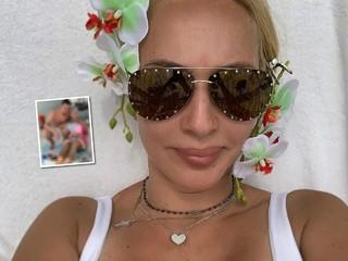 Романтика: Лера Кудрявцева поделилась нежными фото с мужем и дочкой с отдыха в Майами
