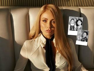 Кадры из прошлого: Ляйсан Утяшева показала детские фотографии с мамой