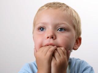 Совет дня: отучайте ребенка грызть ногти... правильно
