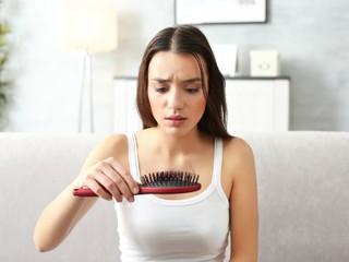 Эндокринолог назвала все причины выпадения волос и пояснила, как с этим справиться