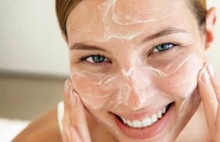 Можно ли мыть лицо и волосы хозяйственным мылом