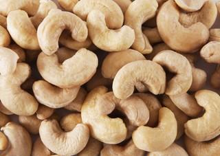 Польза и вред орехов кешью для женщин