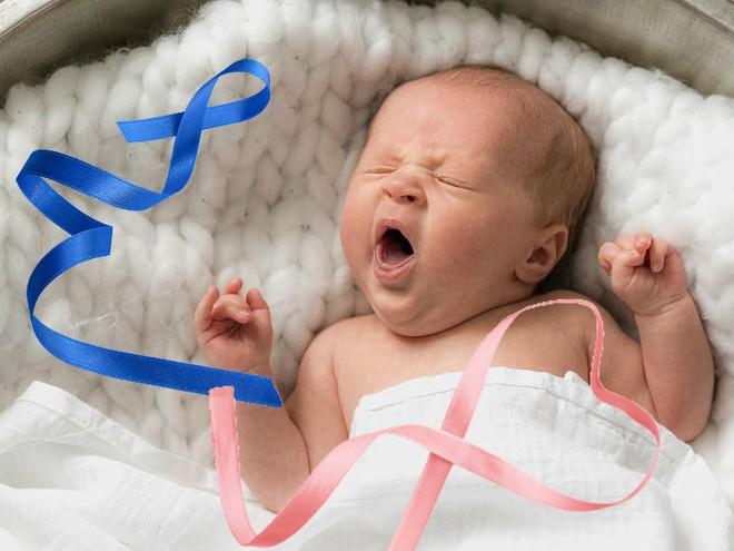Интересно: откуда пошла традиция украшать новорожденных на выписке лентой