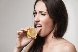 Причины и устранение кислого привкуса во рту у женщин