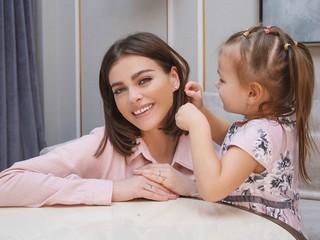 Юная артистка: Елена Темникова поделилась милым видео с дочерью