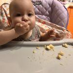 Как Камилла кушает банан