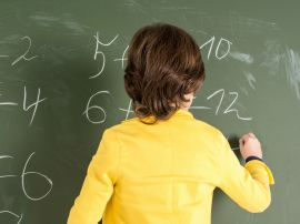Ученые: разговорчивые дети учатся в школе лучше своих замкнутых сверстников