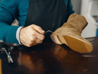 Узнаем причину, по которой каблук на обуви стаптывается только с одной стороны