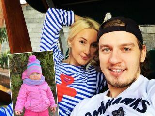 На самокате веселее: Лера Кудрявцева поделилась видео с весенней прогулки с годовалой дочкой и супругом