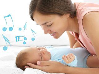 Ученые рассказали, почему колыбельные полезнее для ребенка при засыпании, чем белый шум
