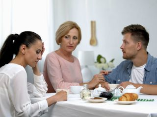 Не хочу обслуживать мужа, как его мать...