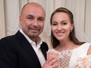 Папа в третий раз: супруга Александра Жулина родила дочь