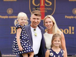 Дочери Алексея Ягудина поразили родителей поздравлением с годовщиной свадьбы