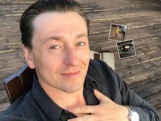 «И лежит у меня на ладони...»: Сергей Безруков поразил сына звучанием трофейного патефона