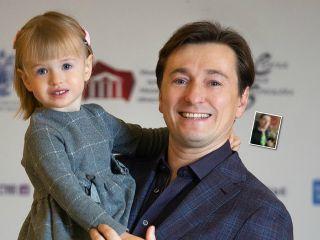 Сергей Безруков показал, что подарила ему 3-летняя дочка на 23 февраля