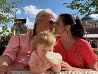 Сладкая парочка: Екатерина Стриженова поделилась трогательным видео с поющим супругом и внуком