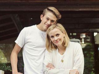 С дебютом: сын Риз Уизерспун и Райана Филиппа выпустил первый сингл