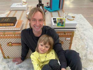 Ничего не боится: Евгений Плющенко научил сына делать сальто в бассейне