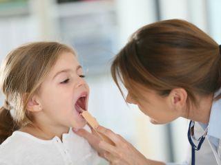 По принципу «не навреди»: педиатр перечислил, чего не стоит делать при кашле