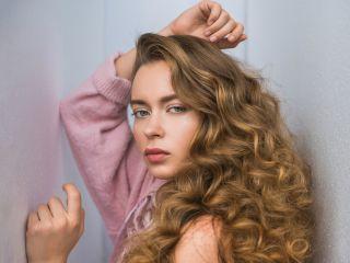 Парикмахер назвал 8 причин, которые мешают росту волос