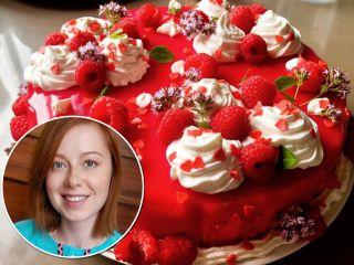 Юлия Савичева поделилась рецептом фантастически вкусного малинового торта для дочки