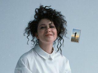Тростиночка: Ксения Раппопорт восхитила поклонников стройной фигурой в купальнике