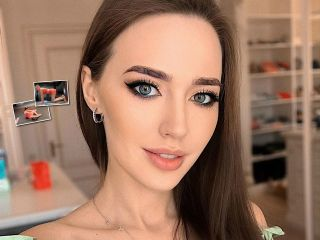 «Делаю рельеф»: Анастасия Костенко рассказала, как приводит фигуру в форму после вторых родов