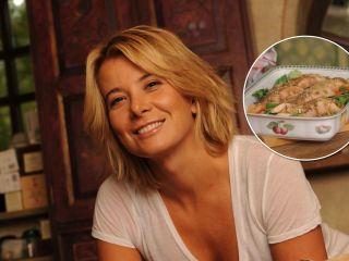 Всего 7 минут – и готово! Юлия Высоцкая поделилась рецептом запеченной семги с овощами