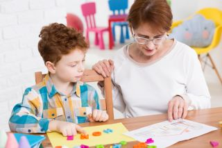 Признаки аутизма у детей, его причины и способы лечения