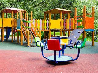 В Москве начали ограничивать посещение детских площадок