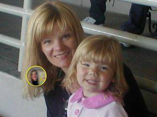 Очаровательно и смешно: мама решила стать такой, какой ее нарисовала дочь