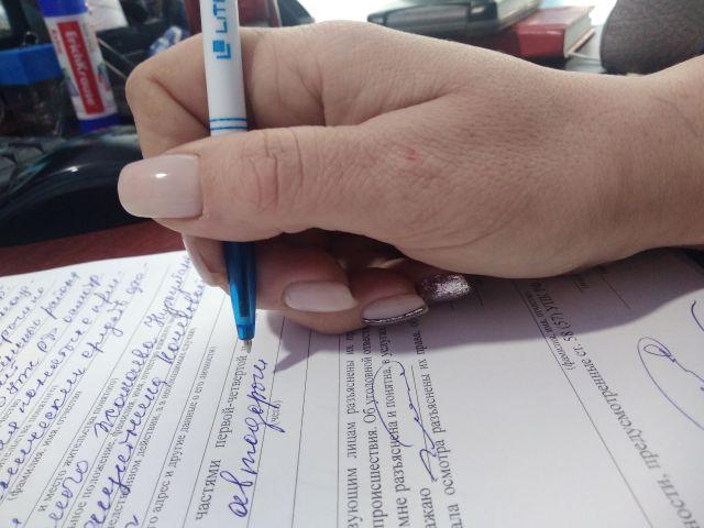 А вы как держите ручку.