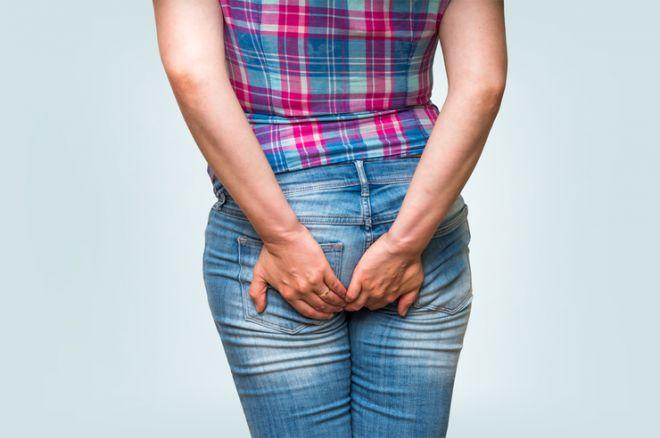Почему появляется боль в заднем проходе у женщины