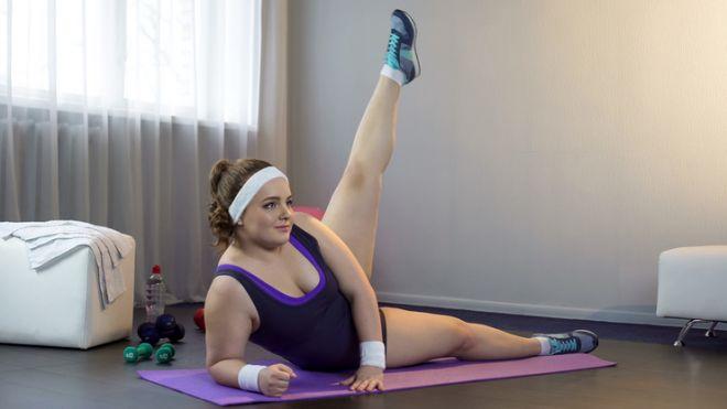 Какие упражнения для бедер можно делать в домашних условиях