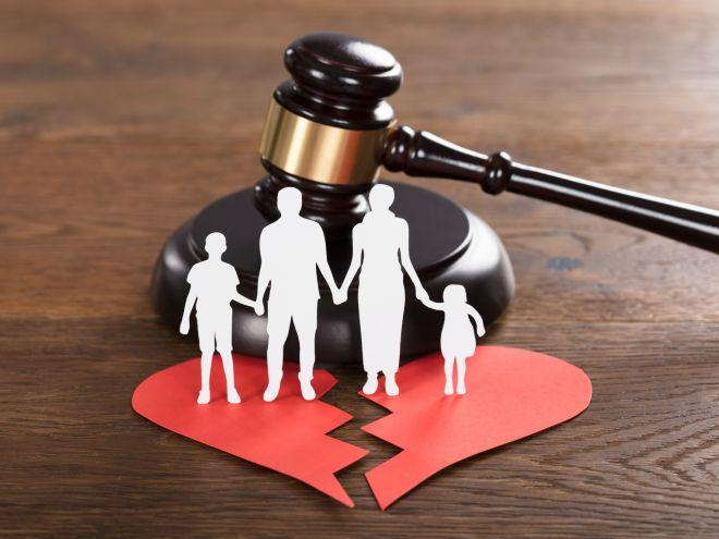 Поправки в Семейный кодекс обязали родителей при разводе обеспечить детей жильем